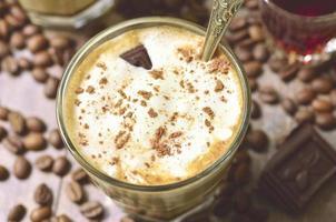 affogato - Italiaans koffiedessert. foto