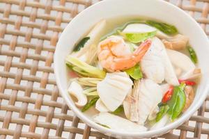 tom yum soep foto