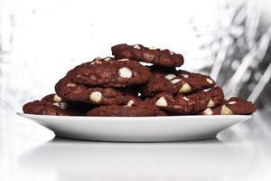 plaat van rood fluwelen koekjes