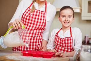 het koken van muffins foto