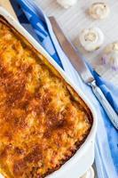 vlees lasagne in de vorm van bakken, italië eten foto
