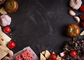 set van ingrediënten voor Italiaanse lasagne foto