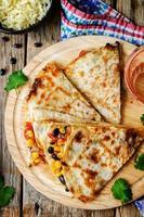 zwarte bonen tomaten mais quesadilla. foto