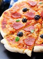 heerlijke pepperoni pizza foto