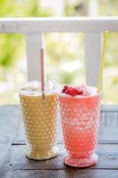ijskoffie en aardbeiensmoothie foto