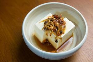 Japanse keuken hiyayakko (koude tofu) foto