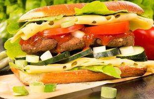 gevulde sandwich met rundvlees foto