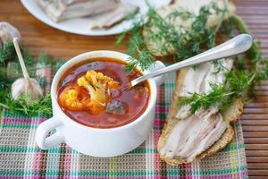 groentesoep met bloemkool en bieten foto