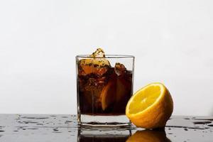 spetterend drankje van cola foto