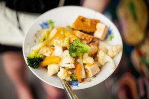 Thaise gebakken tofu met groenten foto