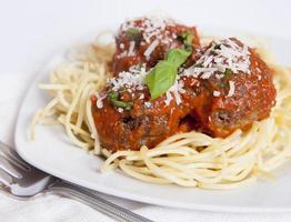 spaghetti en gehaktballen foto
