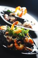 zwarte spaghetti met zeevruchten