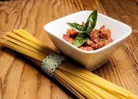 ingrediënten voor spaghetti foto