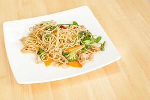 spaghetti met pittig gebakken thailand.
