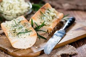 stokbrood (met kruidenboter en knoflook) foto