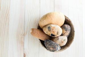 samenstelling van verschillende soorten brood met munt foto