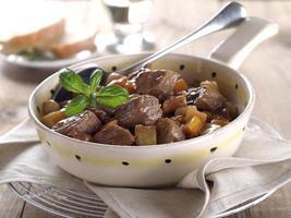 goulash van rundvlees en groenten foto