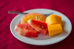 vers fruit op schijf. foto