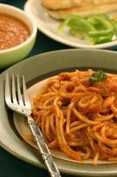 spaghetti in rode saus foto
