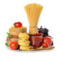 pasta, tomaten en tomatensaus foto