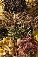 diverse zelfgemaakte droge Italiaanse pasta foto