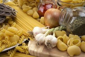Italiaanse pasta (macaroni) foto