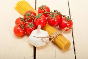 Italiaanse basispasta-ingrediënten foto