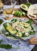 avocado en blauwe kaassalade foto