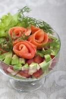 avocadosalade met zalm. foto