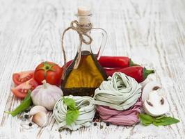 ingrediënten voor Italiaanse pasta foto