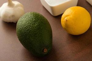 avocado op tafel foto
