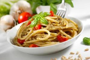 macaroni met pesto foto