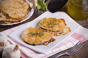 aubergine schnitzels. foto