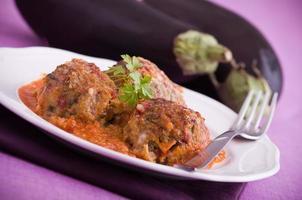 aubergine gehaktballen. foto