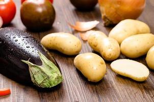 aubergine en aardappelen foto