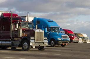 lijn van vrachtwagens 1