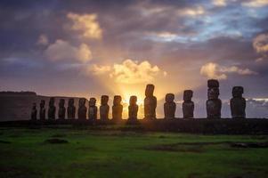 zonsopgang op Isla de Pascua. rapa nui. Paaseiland foto