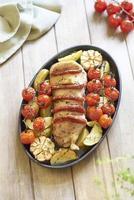 gebakken filet mignon met chorizo en groenten foto