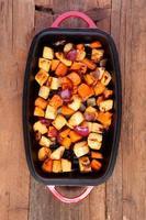 gemengde groenten geroosterd in een pan foto