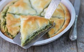 griekse taart spanakopita foto