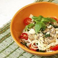 pasta met champignons en saus foto