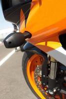 kant van een superbike foto