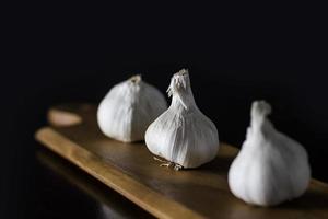 drie knoflookbollen foto