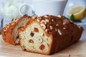 pruimencake voedsel rozijnen noten close-up stilleven met foto