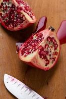gesneden granaatappel foto