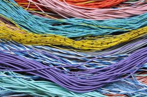 kleurrijke telecommunicatiekabels, netwerkverbindingen foto