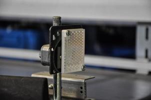 reflector op een rollenbaan in een geautomatiseerd magazijn foto