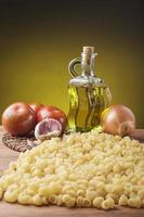 stilleven met essentiële ingrediënten van het mediterrane dieet foto