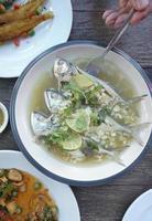 gestreamde makreel met limoen en knoflook