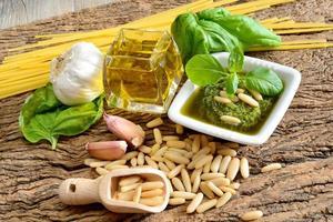 ingrediënten van pesto genovese foto